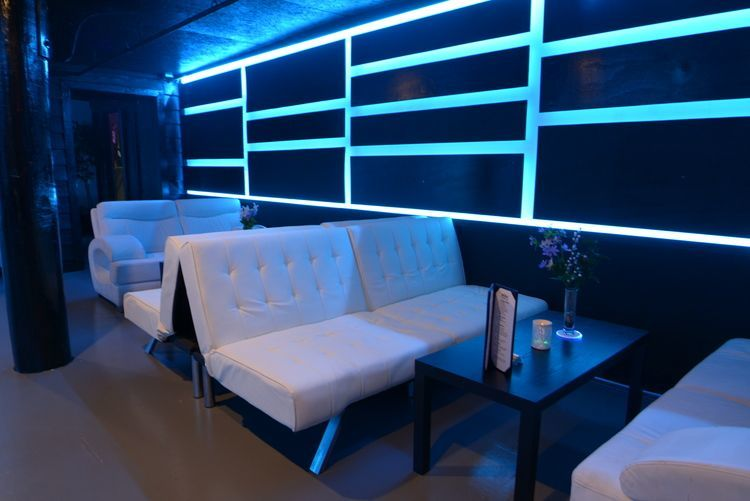 club_la_vela_vip_bottle_service_darkroom_downstairs_couches
